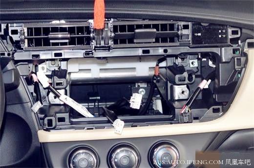 武汉汽车导航改装丰田雷凌升级飞歌加装高清行行车仪