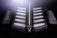 劳斯莱斯用宝马V12发动机 否认自行研发
