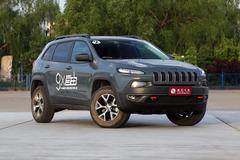 Jeep自由光增两款高性能版 45.99万起