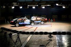 雅阁车对车15度角碰撞解析 人最重要