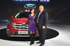 凤凰网CMO金玲广州车展参观长安福特