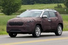 曝Jeep新款自由光谍照 明年二季度发布