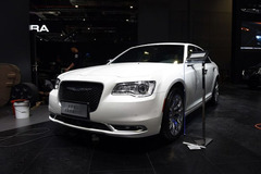 克莱斯勒新款300C正式上市 39.99万起