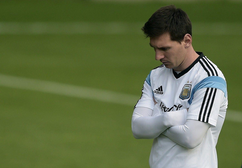 北京时间2014年7月11日,巴西维斯帕夏诺,2014巴西世界杯第29日,阿根廷备战决赛,梅西独自沉思面色凝重。