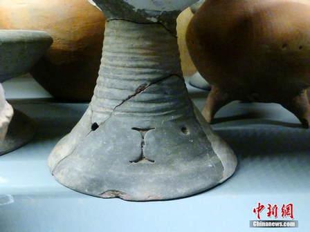时尚 > 正文   2014年1月5日,南京博物院,一些造型可爱的文物引发观众
