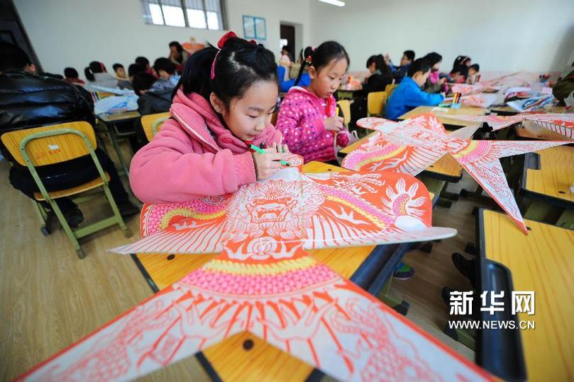三月三 风筝制作走进山东烟台小学课堂