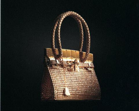 每一只birkin包都是师傅们手工制作的,完成时间为3个月,通常在boutiqu