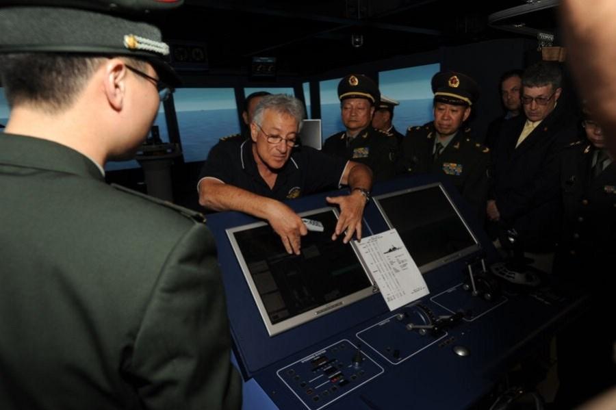 中国防长梁光烈参观美圣迭戈海军基地