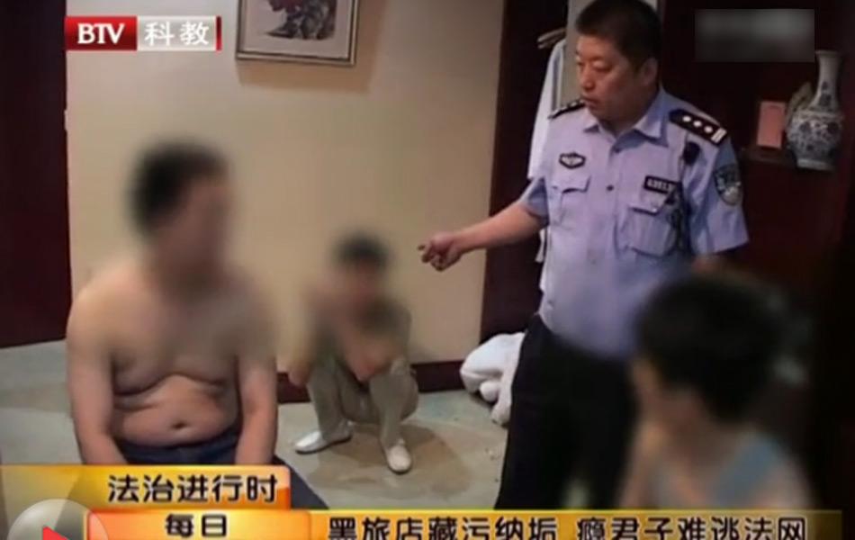 三男一女宾馆内吸毒被抓