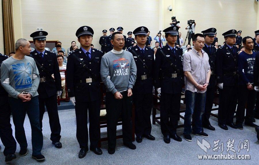 刘汉、刘维两兄弟被判死刑时的表情 - 雷石梦 - 雷石梦(观新闻)