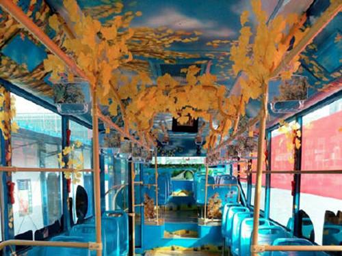 手绘概念公交车