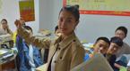 重庆90后美女老师神似angelababy