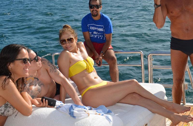 女模女星扎堆出海度假 好身材一览无余令人羡慕