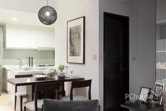 简约风格餐厅设计说明2   在餐桌的墙面上摆放一些装饰画,以