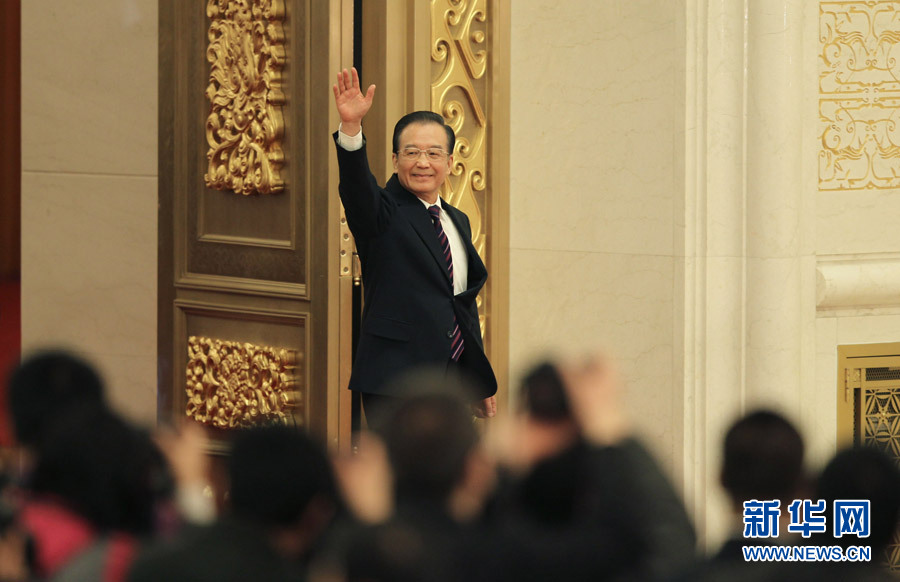 3月14日,国务院总理温家宝在北京人民大会堂与中外记者见面,并回答记者提问。这是温家宝步入会场。 新华社记者 金立旺 摄