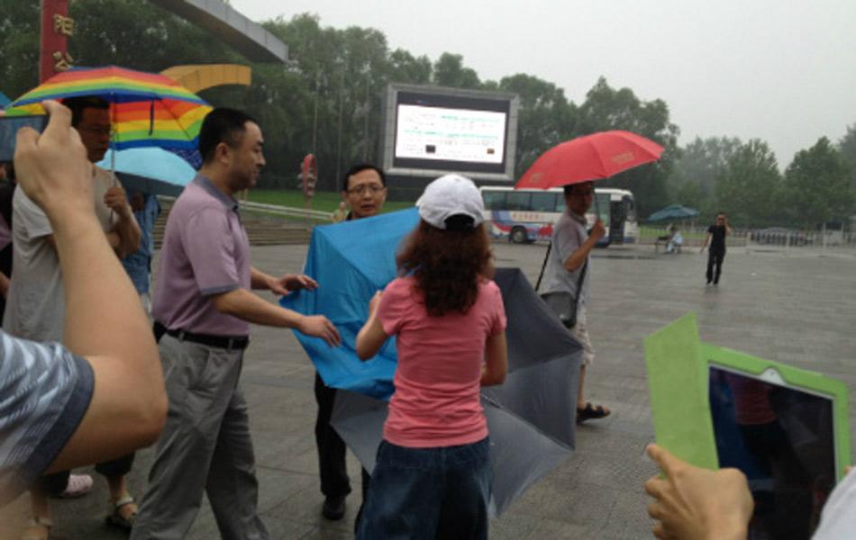 法大一教授与四川女记者在北京约架(图)