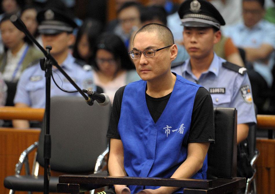9月16日,北京大兴摔死女童案开庭,被告人韩磊在庭审中。当日,备受社会关注的北京大兴摔死女童案在北京市第一中级人民法院开庭审理。检方以故意杀人罪对摔死女童的犯罪嫌疑人韩磊依法提起公诉,以涉嫌窝藏罪对驾车帮助韩磊逃离作案现场的李明依法提起公诉。新华社记者 公磊 摄