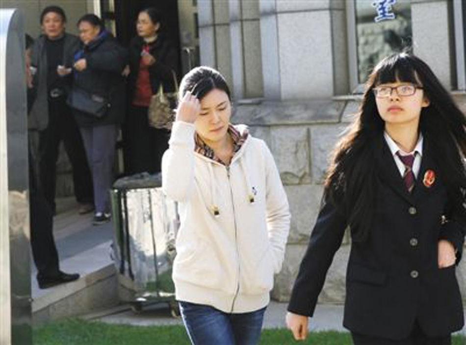 原铁道部运输局局长张曙光的情妇罗菲出庭 - 十年井绳 - 十年井绳博客