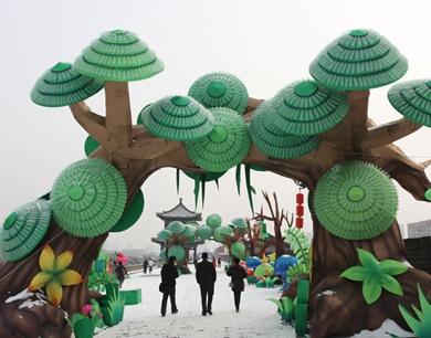 西安城墙新春灯会劲吹自然环保风