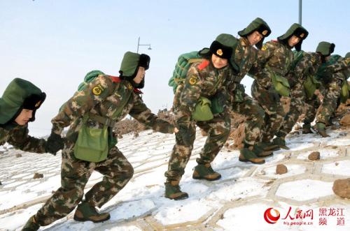 寒冬雪地 武警黑龙江省森林总队千余名新兵野营拉练图片