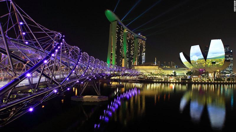 新加坡主持人和双胞胎_新加坡人口和面积
