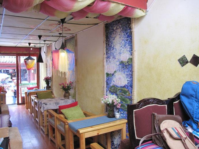 木头花朵墙面装饰图片