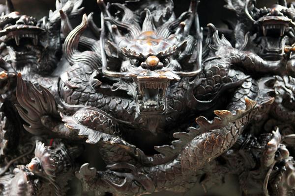 传人 中国人/图:传中的龙的雕塑形象