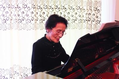 周小燕,生于1917年8月,上海音乐学院终身教授,中国老一辈女高音歌唱家、声乐教育家。