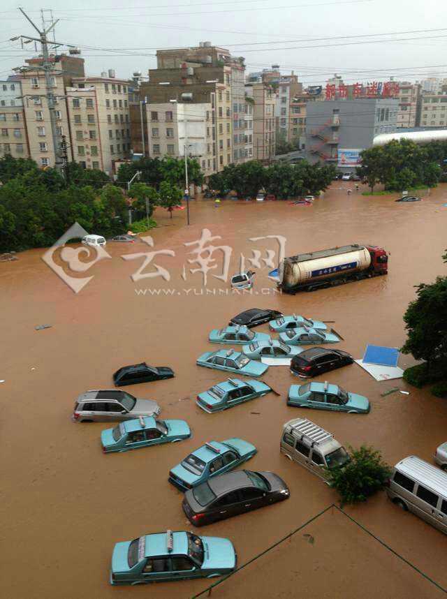 昆明持续大雨 市区被淹
