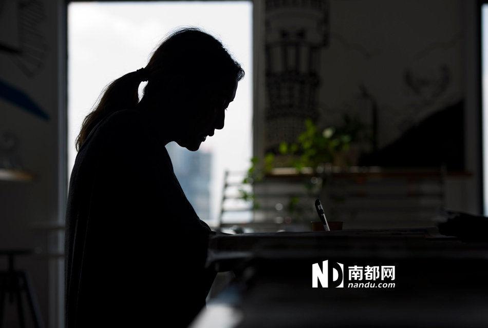 24岁女副总称唱K谈业务疑被迷奸