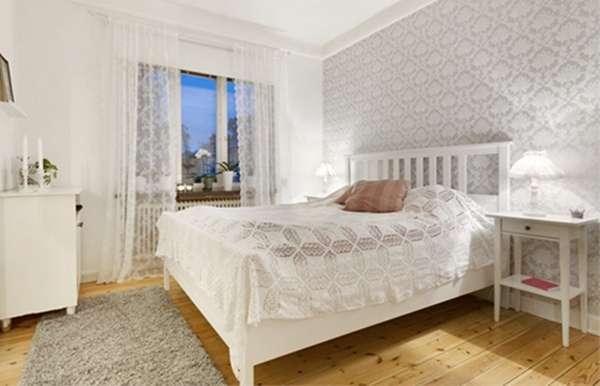 木纹地板搭配白色家具 田园简约风公寓