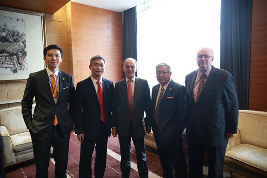 英国驻华大使会晤盖网高层