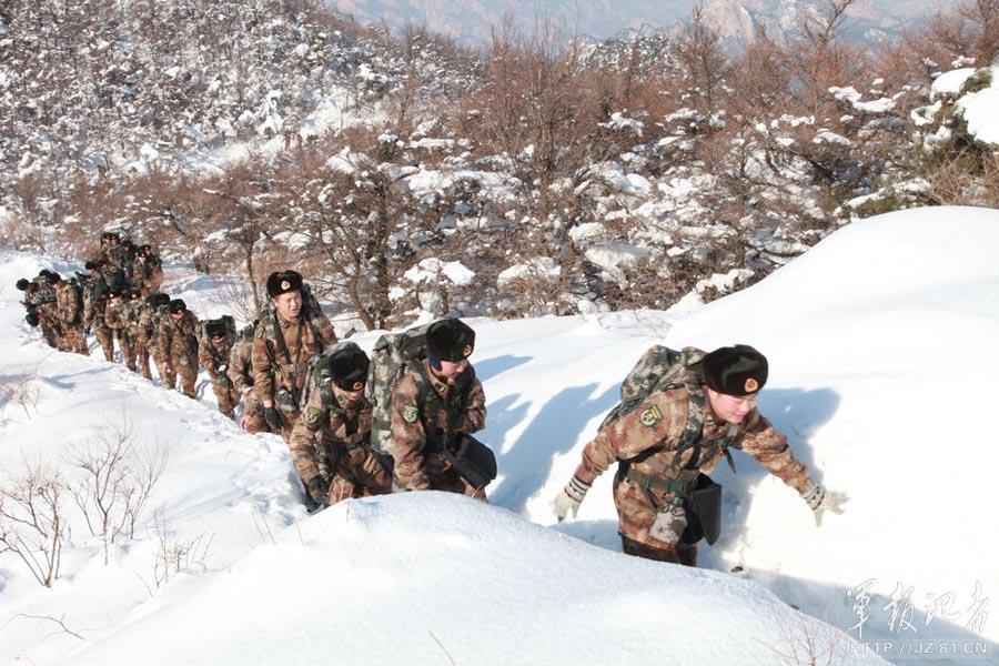 海防团装备猛士改装通信车 冬季雪地拉练记录