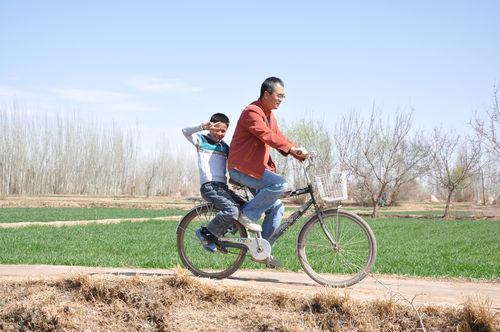 可爱的维吾尔族小男孩