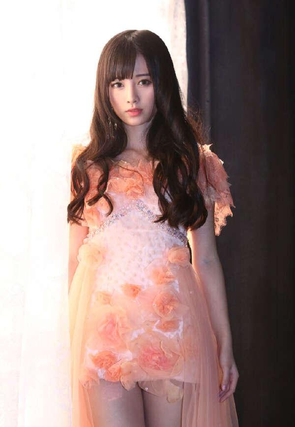 日本偶像团体有颜团之称的乃木坂46中的首席美女白石