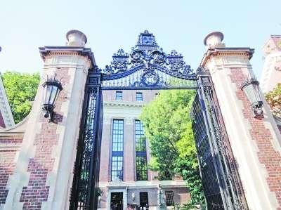 教授走访美国大学时感慨 世界名校校门很普通