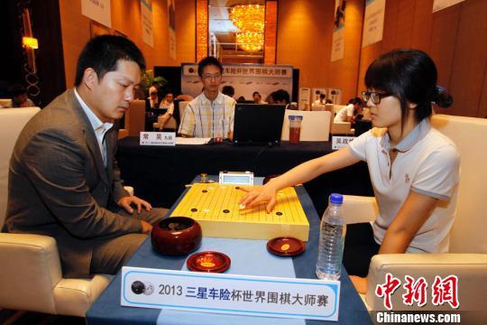 2013世界围棋大师赛在上海落子图片