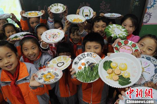 安徽小学生五谷杂粮作画倡议 杜绝浪费