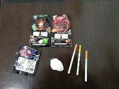 小学门口出售学生零食 魔烟 食用方法像吸毒