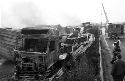 沪陕高速车祸9死80人伤
