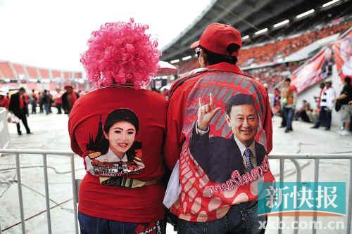 ■11月30日,泰政府支持者发起集会,两名