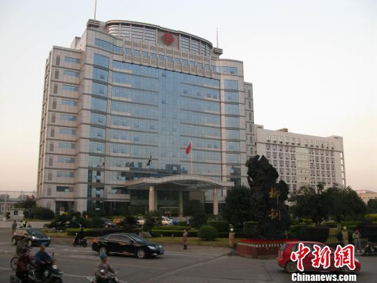 """12月2日下午,柳州钢铁集团办公大楼,公司生产经营正常。 蒙鸣明 摄src=""""http://y2.ifengimg.com/cmpp/2013/12/03/11/c073ddf1-dde4-4ab4-9ee6-4c7be1a1a5fa.jpg"""""""