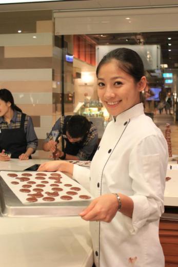 台湾美女主厨被曝拍露毛写真