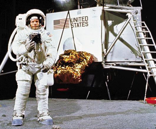第一个登上月球的人