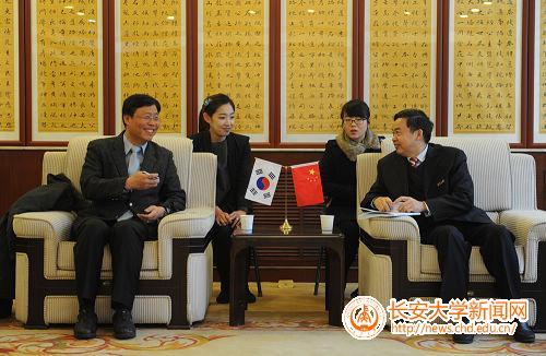 海副校长与韩国仁荷大学经管学院院长金泰胜交谈-韩国仁荷大学代表