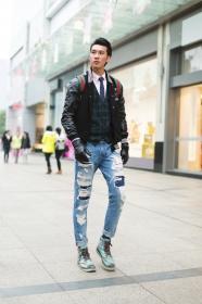 英伦上装破洞牛仔裤 混搭也温暖 马丁靴 穿法