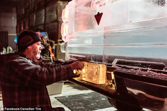 汽车的牌照也是由冰块制成。