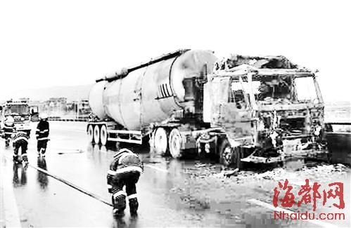 福州螺洲大桥 水泥搅拌车自燃