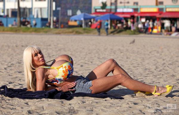 好莱坞女星乳房大如篮球|洛杉矶|美国