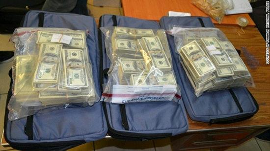 巴拿马机场查获8个行李箱